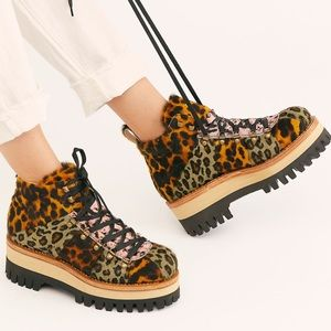 NEW FREE PEOPLE CAPPELLETTI TREK PLATFORM BOOTS 41